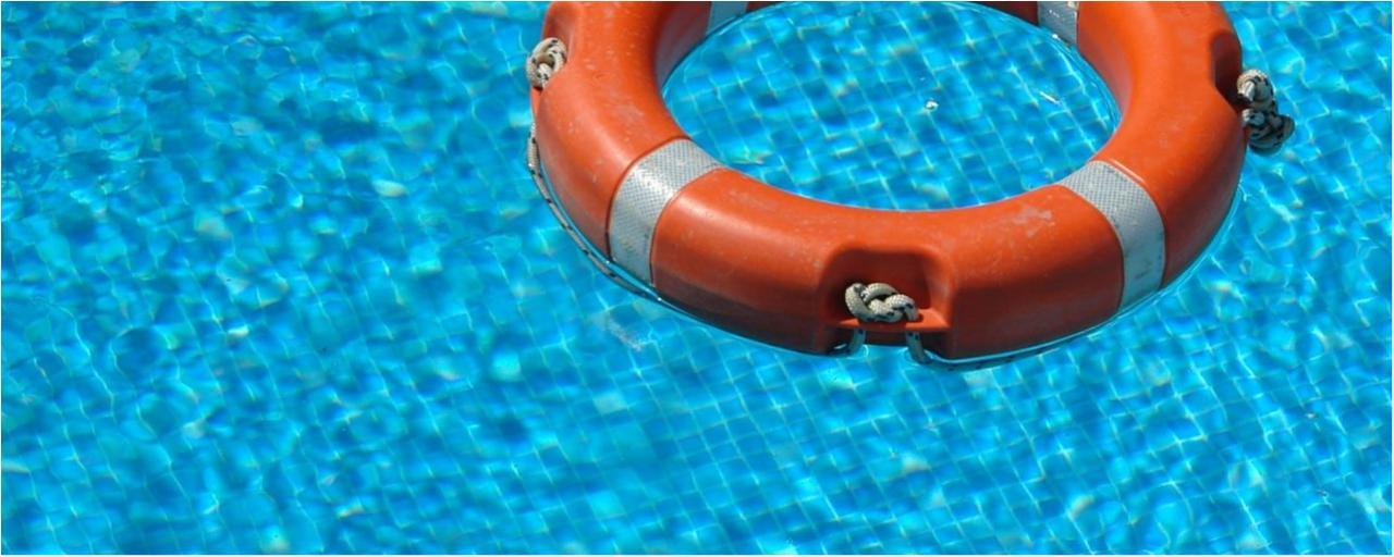 Schwimmbad und Baby