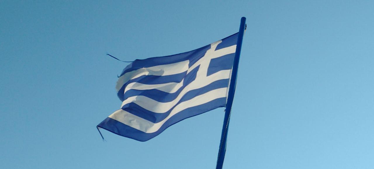 Griechenland Flagge weht im Wind