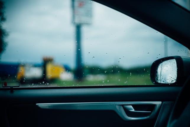 Verregnete Autoscheibe